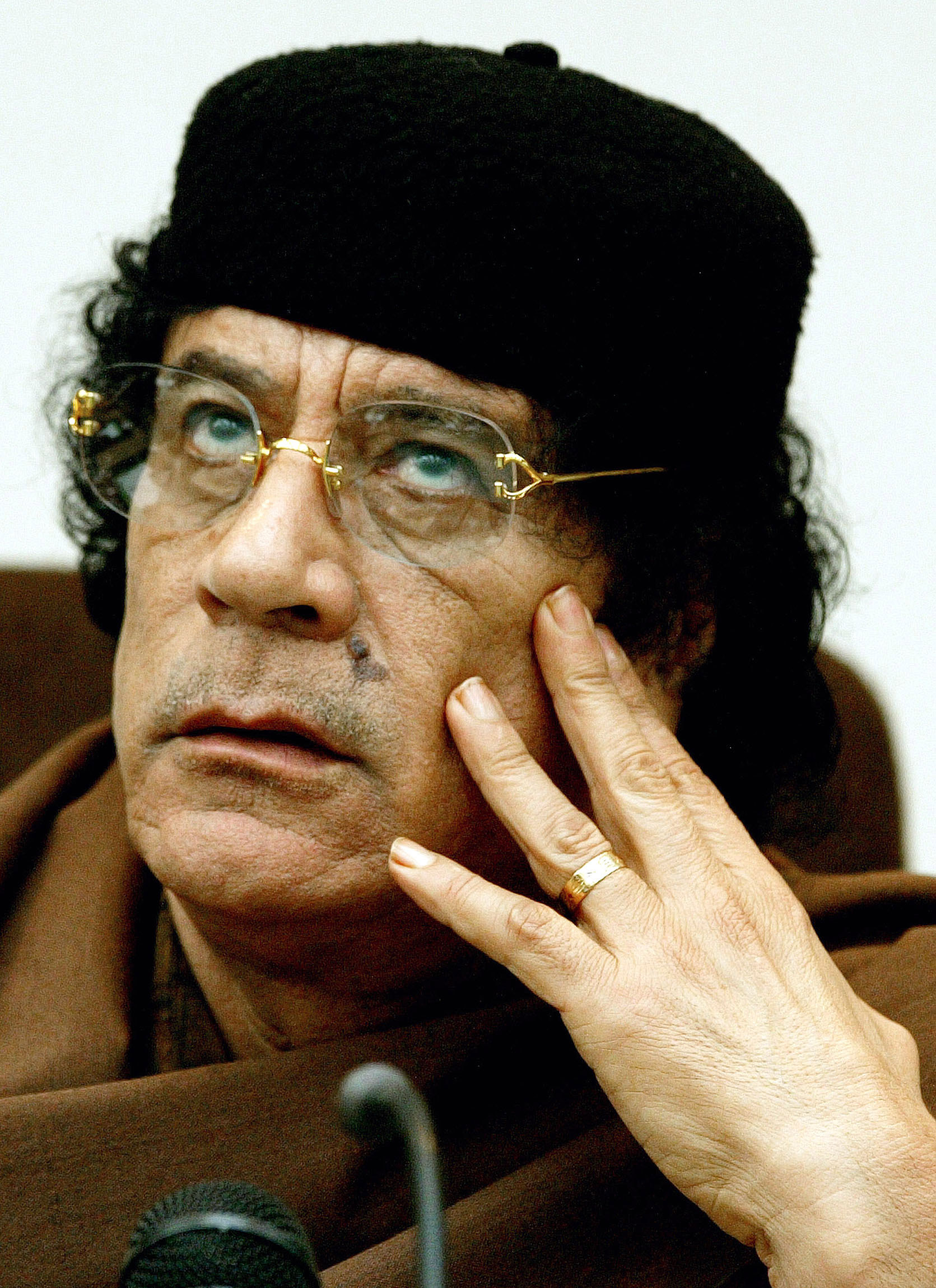 http://peterreynolds.files.wordpress.com/2011/03/gaddafi-2-0222.jpg