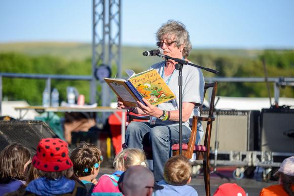 howard reading at Bestival