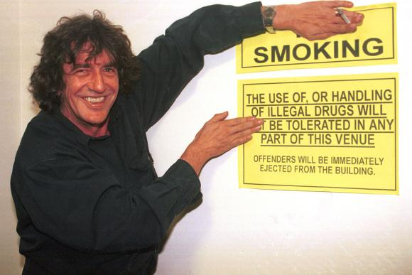 howard smoking sign