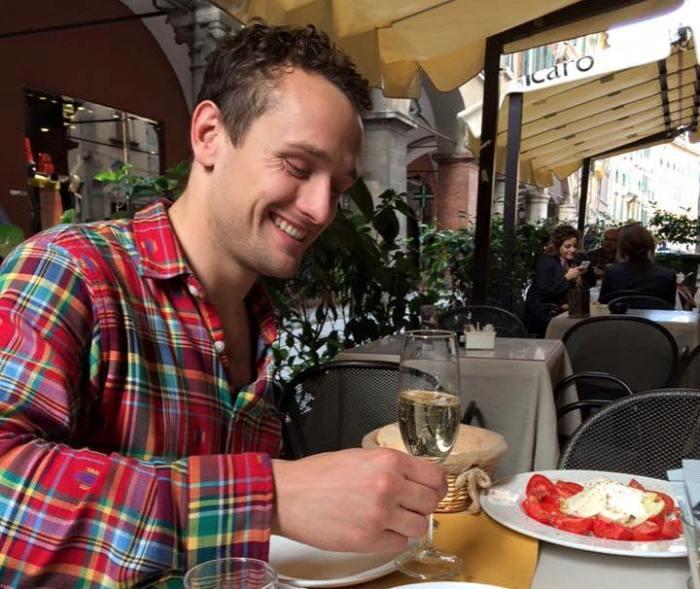 evan-restaurant-table-smile-crop
